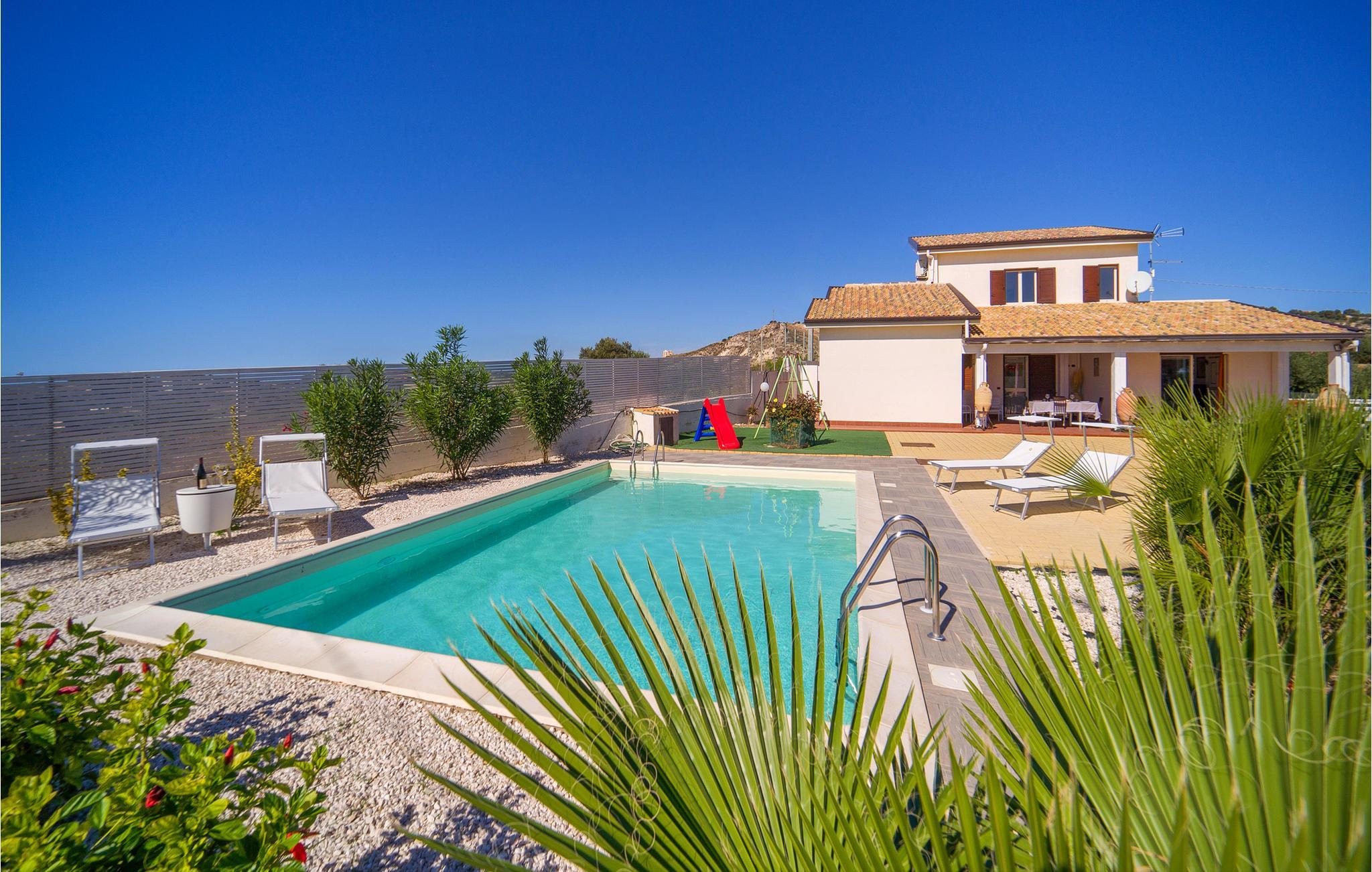 Holiday Home/Apartment   20 persons   Via Giovanni Falcone   20 ...